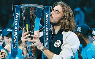 Πιο ώριμος από ποτέ, ο 21χρονος τενίστας μας κατέκτησε το κύπελλο του ATP Finals του Λονδίνου, από το οποίο αποκόμισε 2,4 εκατ. ευρώ.