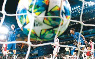 Ενα αξέχαστο ματς διεξήχθη στο Λονδίνο ανάμεσα στην Τσέλσι και στον Αγιαξ, με τους «μπλε» να ισοφαρίζουν σε 4-4 από 1-4 και τον «Αίαντα» να τιμωρείται με δύο αποβολές.