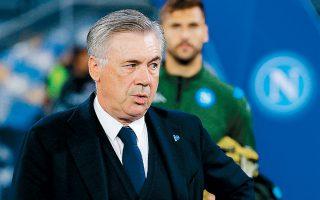 Ο Κάρλο Αντσελότι μαζί με τους παίκτες της Νάπολι βρίσκονται σε κόντρα με τους ιδιοκτήτες της ομάδας.