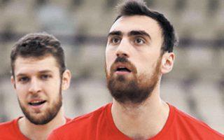 Μιλουτίνοφ και Βεζένκοφ από τη χθεσινή προπόνηση στο ΣΕΦ.