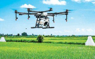 Ως εργαλεία ερασιτεχνικής φωτογραφίας και βιντεοσκόπησης είχαν εμφανιστεί για πρώτη φορά στην αγορά τα μη επανδρωμένα αεροσκάφη (drones), τα οποία πλέον χρησιμοποιούνται από αμέτρητες αμερικανικές εταιρείες για παρακολούθηση και επιθεώρηση εργασιών, για επικίνδυνες ή κοστοβόρες εργασίες και για ντελίβερι.