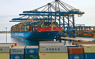 Οσον αφορά την επιδίωξη της Cosco να κατασκευάσει έναν τέταρτο προβλήτα στον Πειραιά, ο υπουργός Ναυτιλίας Γ. Πλακιωτάκης ζήτησε από την κινεζική εταιρεία «ανταποδοτικά οφέλη» για την τοπική οικονομία και την απασχόληση, προκειμένου να εγκριθεί η επένδυση.