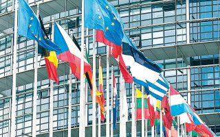 Στο χθεσινό Euroworking Group αποφασίστηκε ότι η Ευρωπαϊκή Επιτροπή και ο Ευρωπαϊκός Μηχανισμός Σταθερότητας θα είναι αυτοί που θα κληθούν να διατυπώσουν μια εισήγηση για συγκεκριμένα αναπτυξιακά σχέδια και πώς αυτά θα μπορούσαν να χρηματοδοτηθούν.