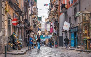 Σύμφωνα με το Svimez, χρειάζονται άμεσα τουλάχιστον 3 εκατ. νέες θέσεις εργασίας στην Ιταλία, σε πόλεις όπως το Παλέρμο, η Νάπολη, το Μπάρι κ.ά.