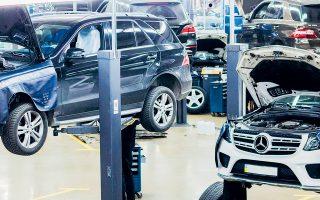 Aπό την αρχή του έτους έχουν ανακοινωθεί περισσότερες από 80.000 απολύσεις στον κλάδο της μεταποίησης, με πιο πρόσφατη περίπτωση αυτήν της Mercedes-Benz, η οποία ανακοίνωσε ότι θα μειώσει κατά 10% τις διοικητικές θέσεις εργασίας.