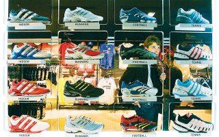 «Η εμπορική επιτυχία πηγάζει από εμένα και εσένα και από άλλους που θα πάνε στο κατάστημα», τόνισε ο διευθύνων σύμβουλος της Adidas Κάσπερ Ρόρστεντ, σε αντιδιαστολή με τη μικρή μερίδα καταναλωτών που θα αναζητήσει ένα ειδικό αθλητικό παπούτσι φτιαγμένο από ιδιαίτερα υλικά, στην οποία εστιάζει ένα μεγάλο μέρος της εμπορικής πολιτικής της ανταγωνίστριας Nike.