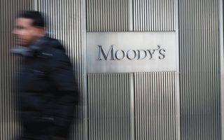 Σύμφωνα με τις εκτιμήσεις της Moody's, η ήδη τρωθείσα κερδοφορία των γερμανικών τραπεζών θα περιοριστεί περαιτέρω μέσα στους επόμενους 12 με 18 μήνες, καθώς μειώνονται διαρκώς τα έσοδά τους από τους τόκους.