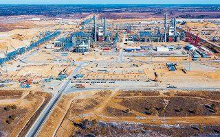 Ο Power of Siberia άρχισε να κατασκευάζεται το 2014, διανύει απόσταση 3.000 χιλιομέτρων από τα κοιτάσματα της Σιβηρίας και θα μεταφέρει 38 δισ. κυβικά μέτρα φυσικού αερίου ετησίως στην Κίνα για 30 χρόνια.