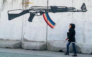 Η Καμπούλ είναι περιφραγμένη με blast walls για τον φόβο βομβιστικών επιθέσεων. Πολλά από αυτά είναι ζωγραφισμένα.