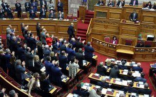 eklogi-ptd-to-minyma-mitsotaki-i-kritiki-tsipra-kai-to-syntagma0
