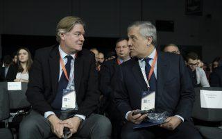 (Ξένη Δημοσίευση)  Ο γενικός γραμματέας του Ευρωπαϊκού Λαϊκού Κόμματος Αντόνιο Λόπεζ-Ιστουρίθ (Α) και ο πρώην πρόεδρος του Ευρωπαϊκού Κοινοβουλίου Αντόνιο Ταγιάνι (Δ) συνομιλούν, κατά τη διάρκεια της 2ης ημέρας των εργασιών του 13ου Συνεδρίου της Νέας Δημοκρατίας, το Σάββατο 30 Νοεμβρίου 2019, στα Σπάτα. Το συνέδριο ολοκληρώνει τις εργασίες του την Κυριακή.  ΑΠΕ-ΜΠΕ/ΓΡΑΦΕΙΟ ΤΥΠΟΥ ΠΡΩΘΥΠΟΥΡΓΟΥ/ΔΗΜΗΤΡΗΣ  ΠΑΠΑΜΗΤΣΟΣ