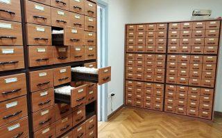 Το Αρχείο του Ιστορικού Λεξικού είναι εκτάσεως περίπου 4 εκατομμυρίων χάρτινων δελτίων, που αποτελεί και το μεγαλύτερο και παλαιότερο λεξικογραφικό και διαλεκτολογικό αρχείο στην Ελλάδα.