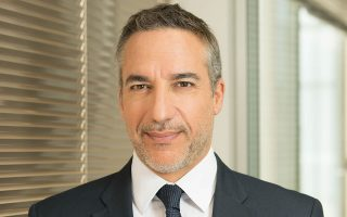 Ο κ. Γιώργος Βαρελτζίδης, επικεφαλής της Διεύθυνσης Ιδιωτών στη Eurobank, μιλάει στην «Κ» για τη νέα πραγματικότητα που δημιουργεί και στην εγχώρια τραπεζική αγορά το περιβάλλον των χαμηλών επιτοκίων.