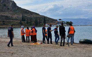 Σκηνή γυρισμάτων έγινε η παραλία της Καραθώνας στο Ναύπλιο στο πλαίσιο ταινίας που γυρίζεται με θέμα τους πρόσφυγες για λογαριασμό του Ελληνικού Δημοσίου, Κυριακή 17 Νοεμβρίου 2019. Σκηνές από ταινία με θέμα τους πρόσφυγες γυρίζεται για λογαριασμό του Ελληνικού Δημοσίου, η οποία πραγματοποιείται από σκηνοθέτη, τηλεοπτικό συνεργείο και ηθοποιούς που συμμετέχουν, από το τμήμα θεατρικών σπουδών του Πανεπιστημίου Πελοποννήσου στο Ναύπλιο. Όπως είπαν οι αρμόδιοι των γυρισμάτων, πρόκειται για ταινία που έχει θέμα τις προσφυγικές ροές, ενώ μέχρι να ολοκληρωθεί η ταινία δεν τους επιτρέπεται να πουν περισσότερα. ΑΠΕ-ΜΠΕ /ΑΠΕ-ΜΠΕ/ΜΠΟΥΓΙΩΤΗΣ ΕΥΑΓΓΕΛΟΣ