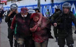Οι διαδηλωτές την ανάγκασαν να περπατήσει ξυπόλητη, την έλουσαν με κόκκινη μπογιά και της έκοψαν τα μαλλιά. REUTERS