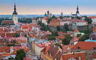 Μόνο τρεις δραστηριότητες απαιτούν τη φυσική παρουσία των πολιτών στην Εσθονία: Η μεταβίβαση ακινήτου, ο γάμος και το διαζύγιο. Στη φωτογραφία άποψη της πρωτεύουσας Ταλίν. ΕΡΑ