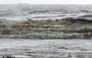 Κύματα πλαστικού. Η ανατριχιαστική φωτογραφία είναι από την Νότια Αφρική και μαρτυρά πολλά για την εικόνα του μέλλοντός μας. LITTERBOOM PROJECT/via REUTER
