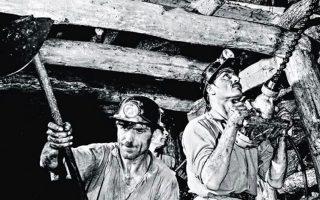 Από το 1940 έως και το 1960, στις υπόγειες στοές των λιγνιτωρυχείων Καλογρέζας - Ν. Ηρακλείου γραφόταν μια διαφορετική ιστορία. Στη «γειτονιά του κάρβουνου» είναι αφιερωμένη μια έκδοση-ημερολόγιο του συλλόγου «Αλλος Τόπος Επικοινωνίας και Πολιτισμού».