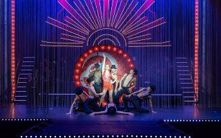 Tο μιούζικαλ «Σικάγο» στο θέατρο Ολύμπια με μεγάλο καστ γνωστών ηθοποιών και 12μελή ορχήστρα.