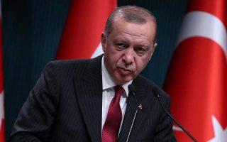 Ο Ερντογάν πιέζει τις τράπεζες να χορηγούν δάνεια ώστε να ενισχυθεί ο ρυθμός ανάπτυξης.