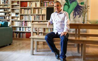 «Από παιδί ήμουν μανιακός με το διάβασμα. Δεκατριών ετών είχα διαβάσει ήδη σαράντα κλασικά μυθιστορήματα», λέει ο Θεόδωρος Γρηγοριάδης. ΝΙΚΟΣ ΚΟΚΚΑΛΙΑΣ
