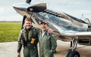 Οι δύο ηρωικοί πιλότοι, Matt Jones και Steve Boultbee Brooks. Φωτογραφίες: Christopher Busch για την IWC