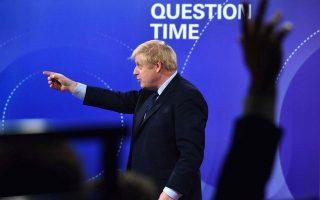 Ο πρωθυπουργός Μπόρις Τζόνσον κατά τη διάρκεια της προεκλογικής εκστρατείας του προσπάθησε να προβάλει φιλολαϊκή εικόνα και απέφευγε όσο μπορούσε τις δύσκολες ερωτήσεις. EPA/JEFF OVERS/BBC