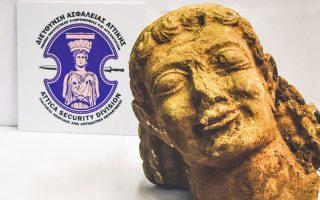 Η αρχαία κεφαλή είναι από ασβεστόλιθο ή πωρόλιθο, έχει μήκος 40 εκατοστών και εκτιμάται ότι εντοπίστηκε στην περιοχή της Αρχαίας Νεμέας.
