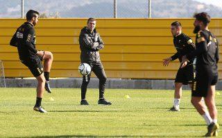 Ο Μάσιμο Καρέρα υπέγραψε συμβόλαιο μέχρι το καλοκαίρι του 2021 στην ΑΕΚ, ανακοινώθηκε και έκανε χθες προπόνηση στους παίκτες του στα Σπάτα.
