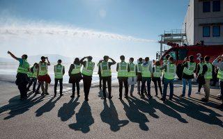 Tα μέλη των ομάδων που διαγωνίστηκαν στον τομέα της ασφάλειας είχαν την ευκαιρία να επισκεφτούν  τις εγκαταστάσεις της Πυροσβεστικής Υπηρεσίας του αεροδρομίου. Φωτογραφίες: Βαγγέλης Ζαβός