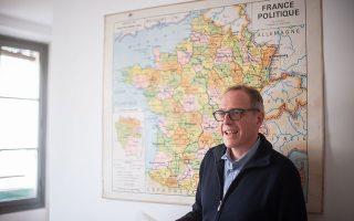Ο δημοσιογράφος Φαμπιάν Περιέ είναι ανταποκριτής της γαλλικής Liberation, της βελγικής Le Soir και της ελβετικής Le Temps. Ulysse Guttmann-Faure