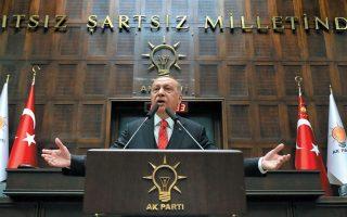Ο Ρετζέπ Ταγίπ Ερντογάν, ο οποίος θέλει να μείνει στην Ιστορία ως «νέος Κεμάλ», φαίνεται να πιστεύει ότι θα υπερβεί την πολιτική φθορά και θα κερδίσει τις προεδρικές εκλογές του 2023 μόνον αν έχει κατορθώσει να επανιδρύσει την Τουρκία με ένα «φρεσκάρισμα» της Συνθήκης της Λωζάννης. EPA