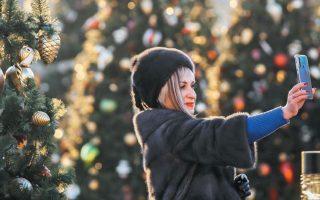 Η εταιρεία London Christmas Tree Rental, που δραστηριοποιείται στη βρετανική πρωτεύουσα, φυτεύει ολόκληρο το έτος έλατα σε γλάστρες και κατά την περίοδο των εορτών τα νοικιάζει στους καταναλωτές.