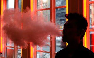 Από τον Αύγουστο, στις ΗΠΑ έχουν καταγραφεί 2.506 κρούσματα αναπνευστικών λοιμώξεων και 54 θάνατοι που συνδέονται με τo άτμισμα.