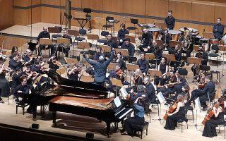 Οι πιανίστες Μπεάτα Πίντσετιτς και Χρήστος Σακελλαρίδης ήταν σολίστ στο Κοντσερτίνο για δύο πιάνα του Νίκου Σκαλκώτα. Χ. ΑΚΡΙΒΙΑΔΗΣ