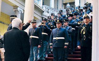 Πρωτοχρονιάτικα κάλαντα στον Πρόεδρο της Δημοκρατίας από την μπάντα των Ενόπλων Δυνάμεων.
