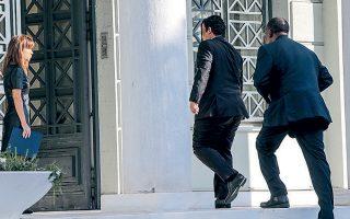 Ο πρέσβης της Λιβύης κλήθηκε χθες στο υπουργείο Εξωτερικών όπου του ανακοινώθηκε η απόφαση της ελληνικής πλευράς. Εως την Κυριακή το βράδυ πρέπει να έχει εγκαταλείψει την Αθήνα, καθώς είναι persona non grata.