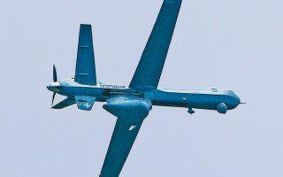 Οι δυνατότητες του αμερικανικής κατασκευής UAV τύπου MQ-9 Guardian παρουσιάστηκαν χθες στην 110 Πτέρυγα Μάχης στη Λάρισα από την εταιρεία General Atomics. Το UAV έχει αυτονομία πτήσης 40 ωρών και δυνατότητες συλλογής αλλά και ανάλυσης των δεδομένων που καταγράφουν οι κάμερές του. Για τον συγκεκριμένο τύπο UAV ενδιαφέρεται η Πολεμική Αεροπορία.