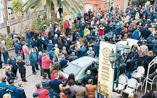 Στιγμιότυπο από το μεγάλο συλλαλητήριο, χθες, στη Λέσβο.