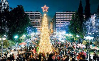 Στις 10 Δεκεμβρίου ο δήμαρχος Αθηναίων θα ανάψει επισήμως τα φώτα σε όλη την πόλη με τη φωταγώγηση του φυσικού χριστουγεννιάτικου δέντρου, στην πλατεία Συντάγματος, σε μια φαντασμαγορική βραδιά.