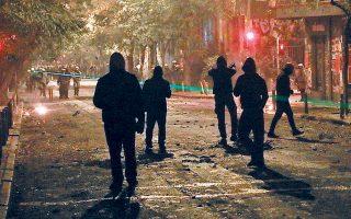 Το σχέδιο αστυνόμευσης των διαδηλώσεων για την επέτειο της 6ης Δεκεμβρίου προβλέπει ενεργοποίηση έως και 4.000 αστυνομικών και κατόπτευση των στενών των Εξαρχείων και των ταρατσών των κτιρίων γύρω από την πλατεία με ελικόπτερα και drones της ΕΛ.ΑΣ.