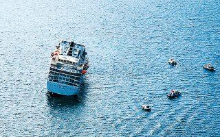 Τον Απρίλιο του 2005, το κρουαζιερόπλοιο «Sea Diamond» προσέκρουσε σε ξέρα λίγο έξω από τη Σαντορίνη και άρχισε σιγά σιγά να βυθίζεται.