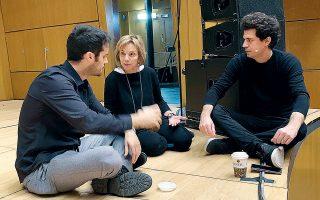 Ο ιδρυτής των 100mentors, Γιώργος Νικολετάκης, η πρόεδρος του συλλόγου «Οι φίλοι του Ευρωπαϊκού Πολιτιστικού Κέντρου Δελφών», Δήμητρα Φιλίππου, και ο καθηγητής του αμερικανικού πανεπιστημίου ΜΙΤ Κωνσταντίνος Δασκαλάκης.