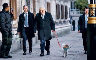 Ευρεία νίκη των Συντηρητικών του Μπόρις Τζόνσον με 368-191 έδρες προέβλεψε το exit poll στις βουλευτικές εκλογές της Βρετανίας, αποτέλεσμα που εφόσον επιβεβαιωθεί, θα οδηγήσει σε αυτοδύναμη κυβέρνηση του Συντηρητικού Κόμματος και άμεση έξοδο της Βρετανίας από την Ευρωπαϊκή Ενωση στις 31 Ιανουαρίου 2020.