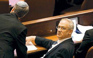 Ο απόστρατος πρώην αρχηγός των ενόπλων δυνάμεων και ηγέτης του κεντρώου κόμματος Μπλε και Λευκό, Μπένι Γκαντς, στο ισραηλινό Κοινοβούλιο.