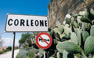 Προπύργιο της σικελικής μαφίας Ντραγκέτα θεωρείται το χωριό Κορλεόνε, διάσημο χάρη στο βιβλίο και στην ταινία «Ο Νονός».