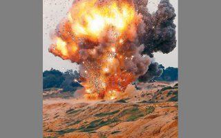 Δοκιμή φορητού αντιαεροπορικού πυραύλου σε πεδίο βολής της Τρίπολης της Λιβύης, το 2011.