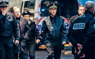 Ο επικεφαλής της αστυνομίας του Παρισιού, Ντιντιέ Λαλεμάν, επισκέφθηκε το σημείο της επίθεσης του ψυχοπαθούς, στη συνοικία Λα Ντεφάνς.
