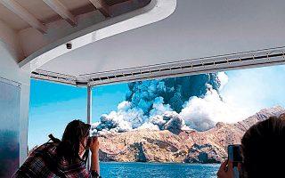 Ο θάνατος 16 τουριστών από έκρηξη ηφαιστείου ίσως να αλλάξει ριζικά τον τουρισμό περιπέτειας στη Νέα Ζηλανδία, παρότι πολλοί πιστεύουν ότι αυτόν ακριβώς τον κίνδυνο επιζητούν οι τουρίστες.