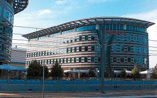 Το South Polis είναι ακίνητο ψυχαγωγικών, εμπορικών και γραφειακών χρήσεων, συνολικής επιφάνειας ανωδομής 14.573 τ.μ., η ανάπτυξη του οποίου ολοκληρώθηκε το 2006.